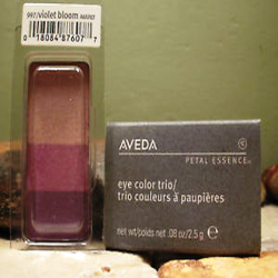 aveda_petal_essence_eye_color_trio_997_violet_bloom.png